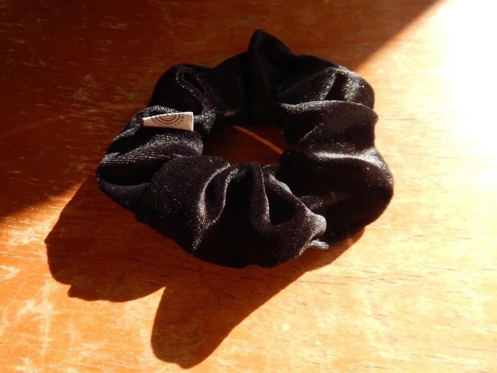 Velvet Scrunchy Black