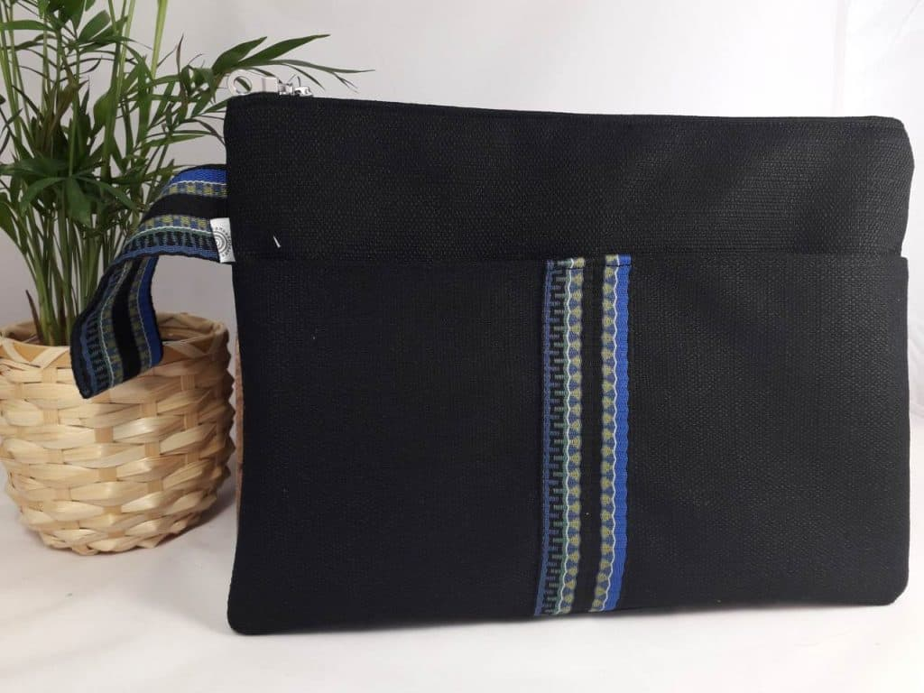 Medium Black Linen