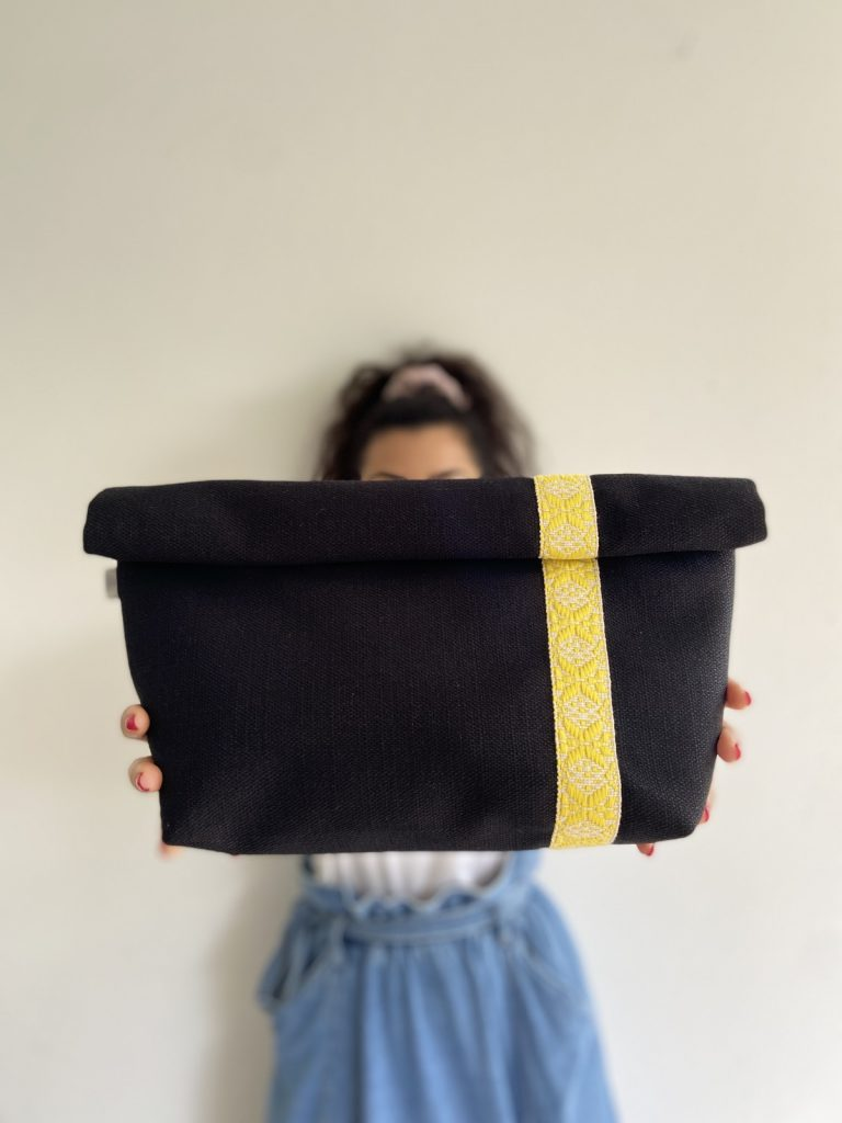 Oversized Black Linen Yellow